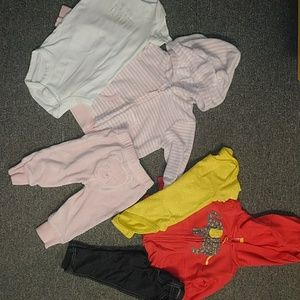 2 Pre-owned Carter's baby girl's outfits sz 3-6mos